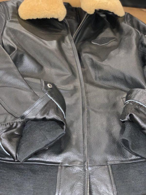 Zwart vliegeniersjack of pilotenjas heren met vacht kraag detail
