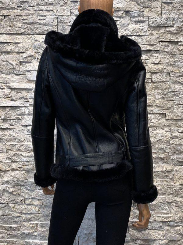 Zwarte dames lammy coat met capuchon achterkant